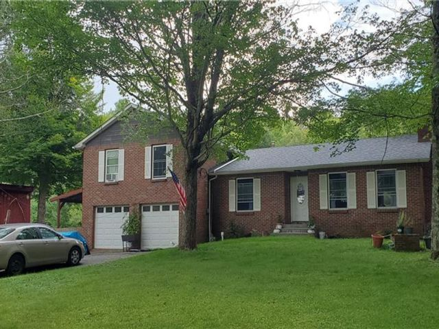 4 BR,  3.00 BTH  Split level style home in Cochecton