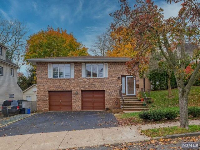 3 BR,  2.50 BTH Bi-level style home in Nutley