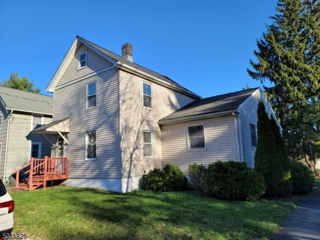 4 BR,  2.00 BTH Colonial style home in Verona