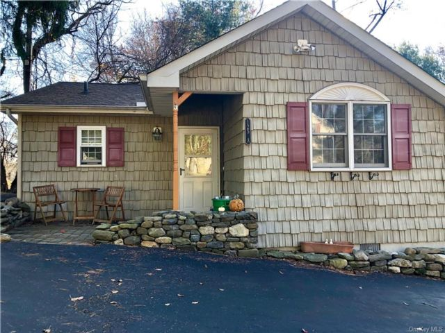 2 BR,  1.00 BTH Single family style home in Clarkstown