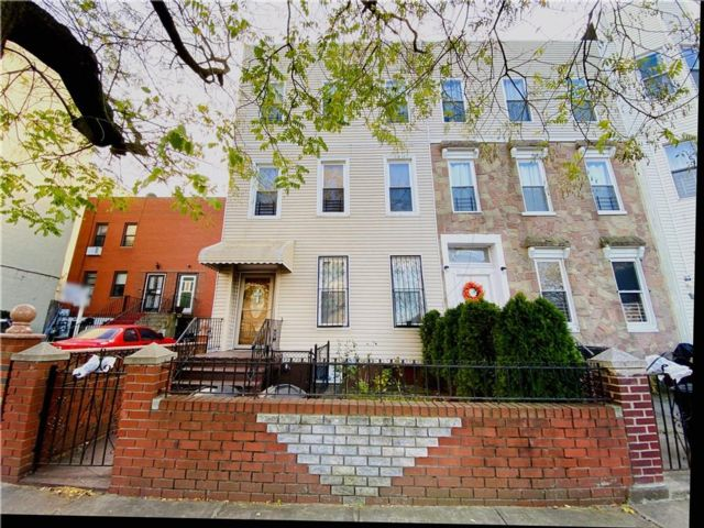 5 BR,  4.00 BTH  Multi-family style home in Crown Heights