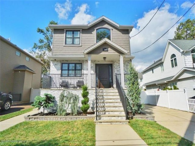 3 BR,  4.00 BTH Multi-family style home in Annadale