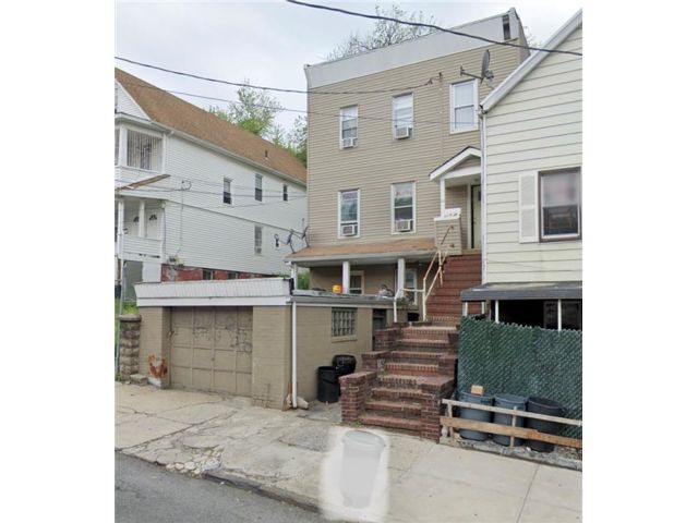 5 BR,  3.00 BTH  Multi-family style home in Tompkinsville