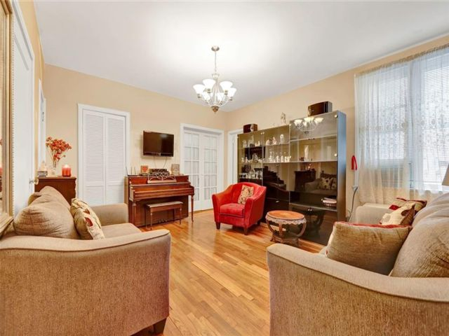 3 BR,  1.00 BTH Co-op style home in Kensington