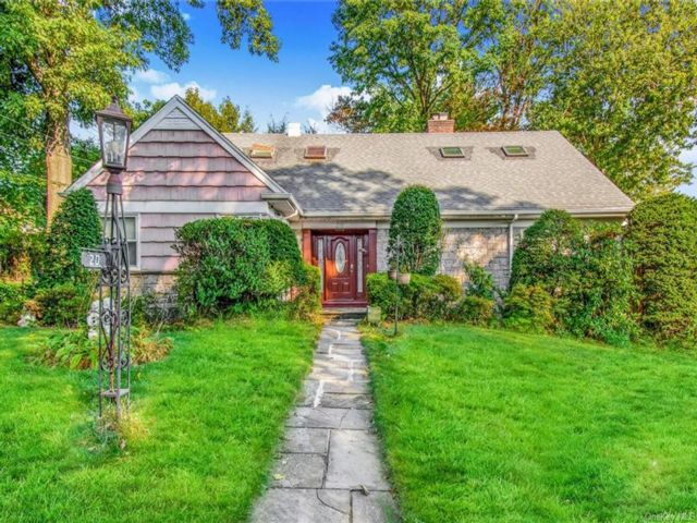 4 BR,  3.00 BTH  Cape style home in Yonkers