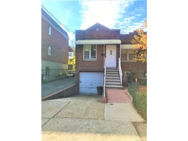 2 BR,  2.00 BTH  Townhouse style home in Parkchester