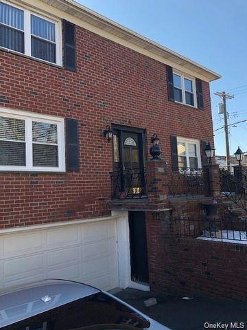 3 BR,  2.00 BTH Multi family style home in Yonkers
