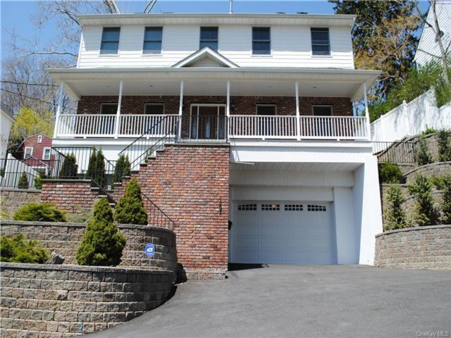 3 BR,  4.00 BTH  Single family style home in Yonkers