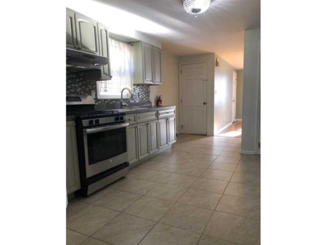 2 BR,  1.00 BTH  Apartment style home in East Newark