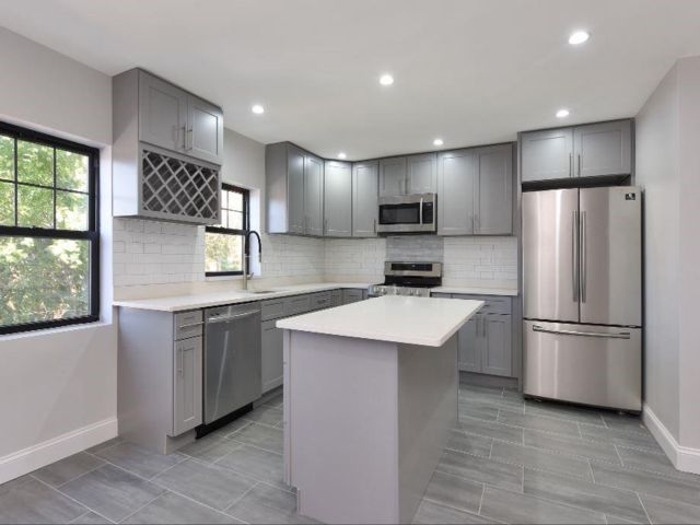 6 BR,  6.00 BTH Multi-family style home in Bedford Stuyvesant