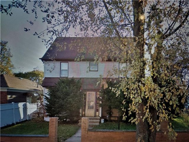 5 BR,  2.00 BTH Single family style home in St. Albans