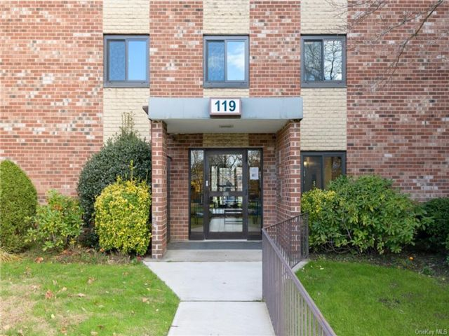 2 BR,  2.00 BTH Garden apartmen style home in Yonkers