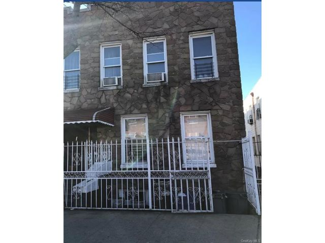 7 BR,  4.00 BTH 2 story style home in Soundview