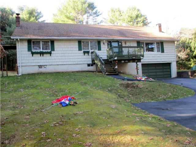4 BR,  2.00 BTH Cape style home in Highland