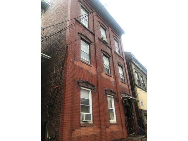 3 BR,  1.00 BTH  style home in Newark