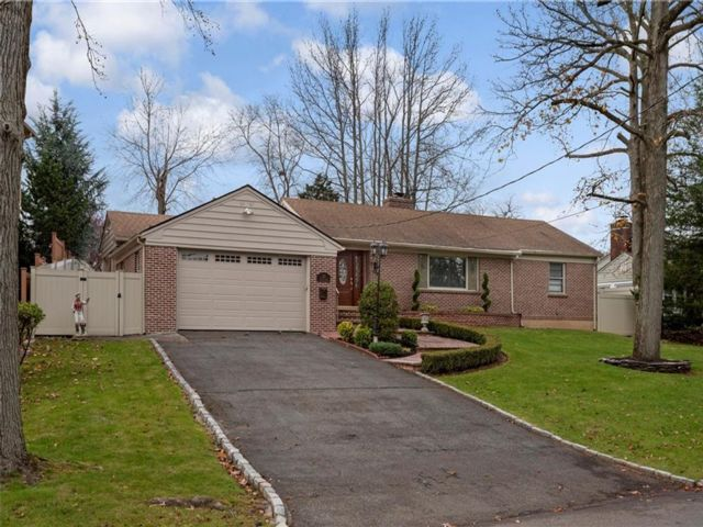 3 BR,  2.00 BTH Single family style home in Great Kill