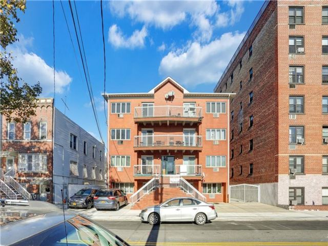 15 BR, 10.00 BTH Condominium style home in Dyker Heights
