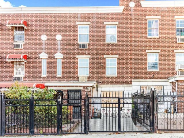 6 BR,  4.00 BTH Other style home in Claremont Park