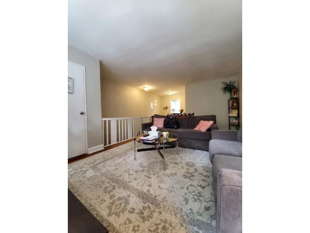 1 BR,  1.00 BTH Co-op style home in Oakland Gardens