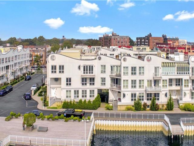 4 BR,  3.00 BTH  Condominium style home in Sheepshead Bay