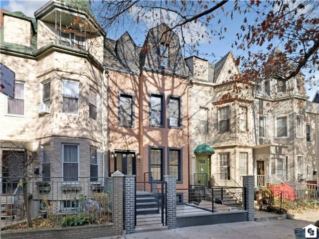 3 BR,  4.00 BTH Single family style home in Prospect Heights