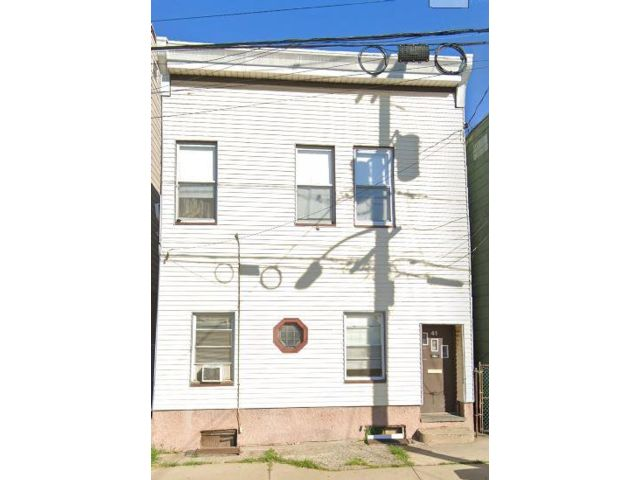 4 BR,  2.00 BTH 2 story style home in Kearny