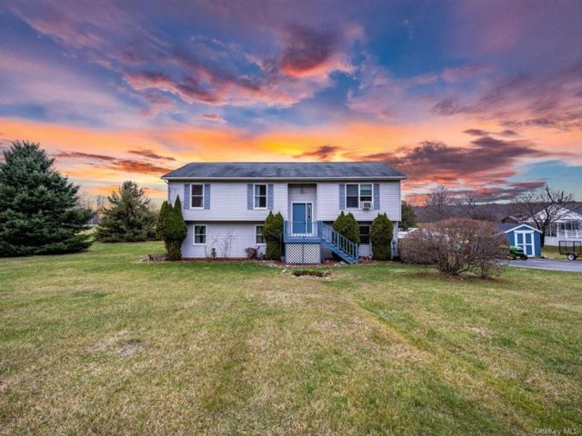 3 BR,  3.00 BTH Bilevel style home in Crawford