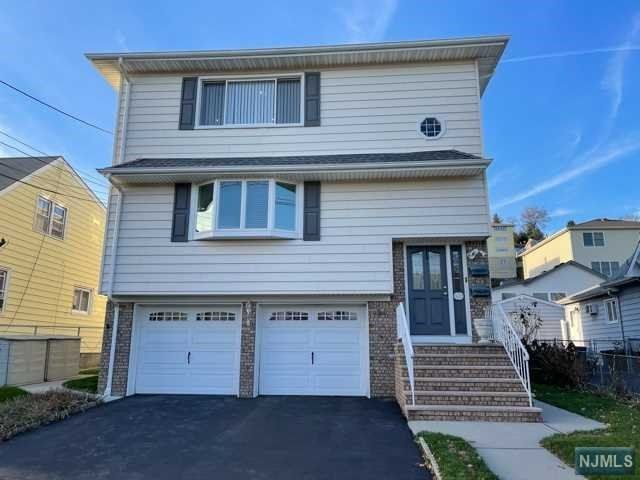 3 BR,  2.00 BTH Multi-family style home in Carlstadt