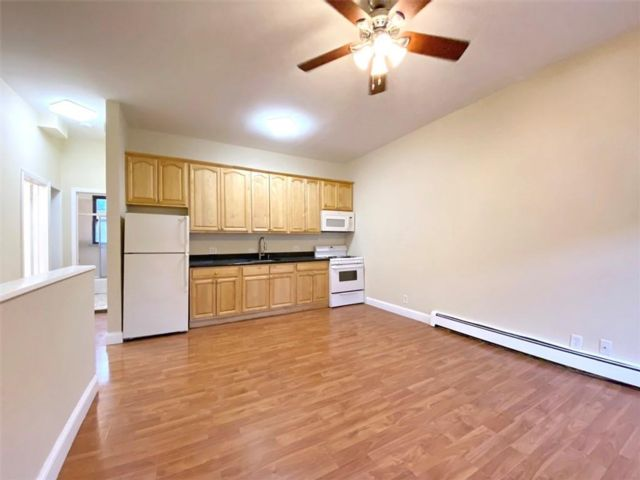 3 BR,  2.00 BTH Multi-family style home in Sunset Park