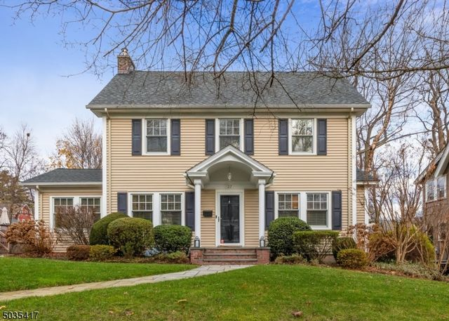 4 BR,  2.55 BTH Colonial style home in Montclair