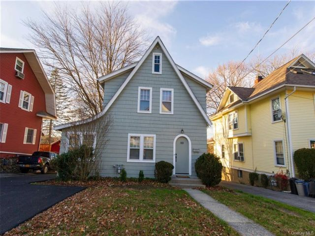 3 BR,  1.00 BTH  Chalet style home in Middletown