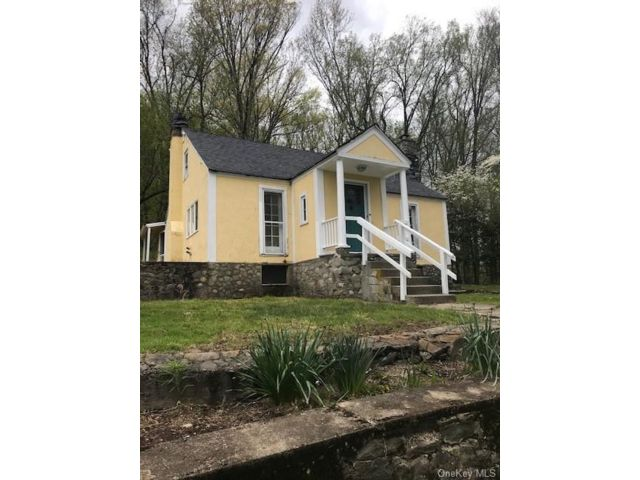 3 BR,  1.00 BTH Bungalow style home in Cornwall
