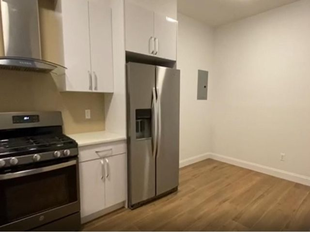 3 BR,  3.00 BTH  Rental style home in Crown Heights