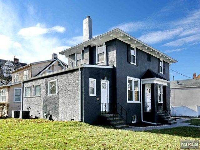 4 BR,  4.00 BTH Colonial style home in Bergenfield