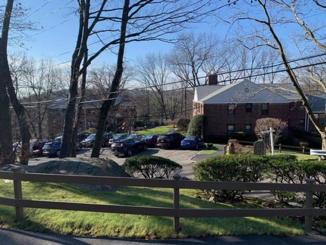 2 BR,  1.50 BTH  Co-op style home in Hartsdale