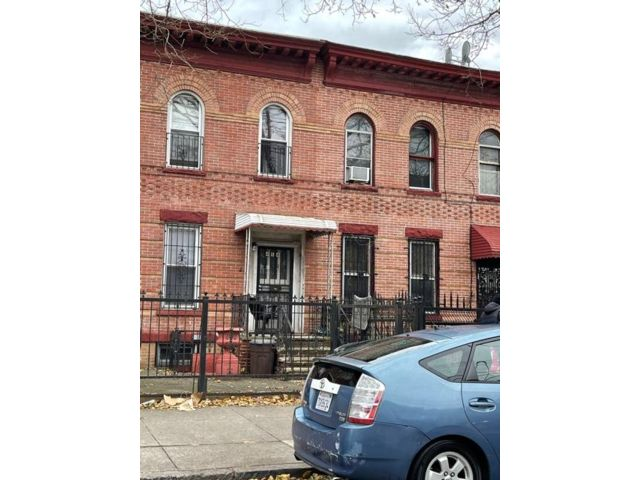 3 BR,  1.50 BTH Duplex style home in East New York