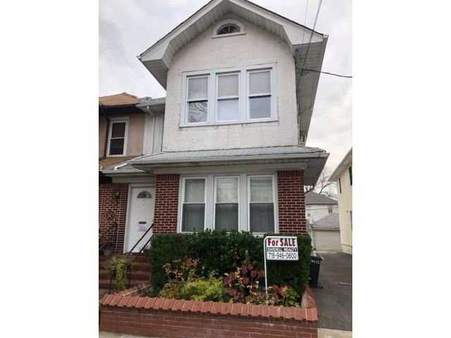 5 BR,  2.00 BTH Multi-family style home in Midwood