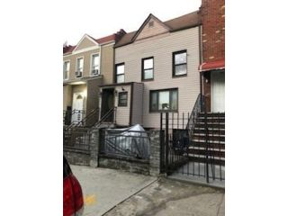 5 BR,  3.00 BTH  Single family style home in Sunset Park