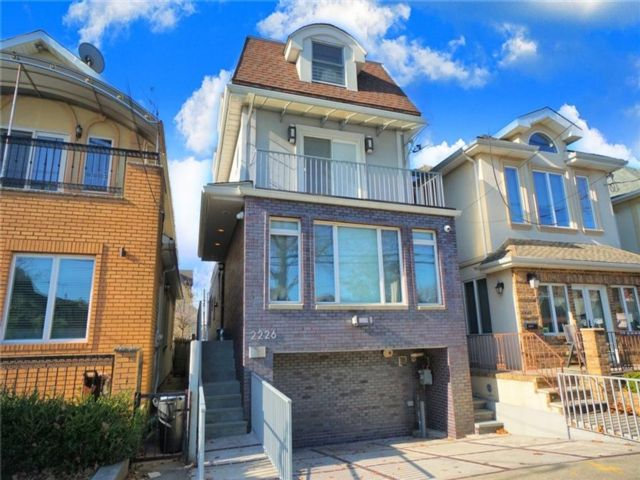 5 BR,  5.00 BTH Single family style home in Sheepshead Bay