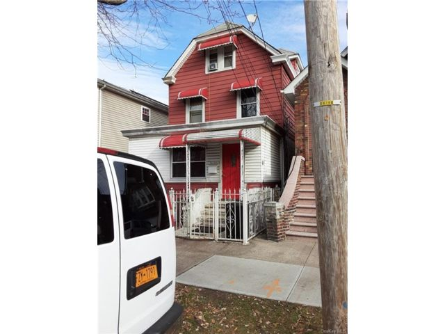 7 BR,  3.00 BTH House style home in Wakefield