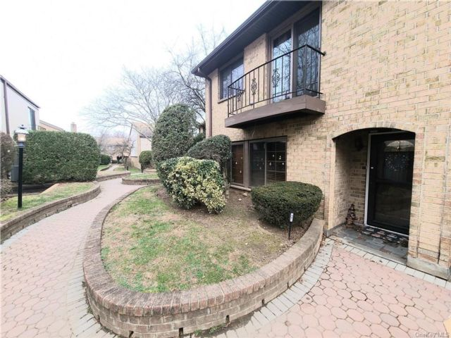 3 BR,  3.00 BTH  Townhouse style home in Yonkers
