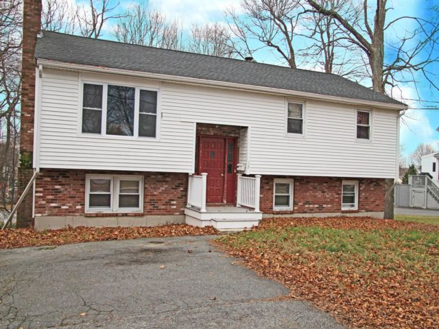 4 BR,  2.00 BTH Raised ranch style home in Woburn