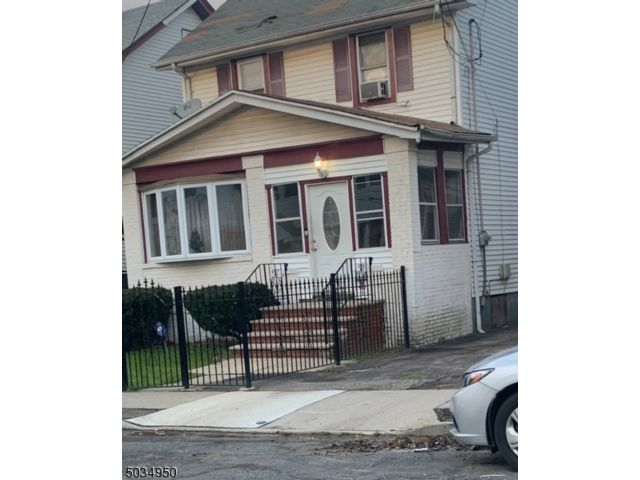 3 BR,  2.00 BTH Colonial style home in Irvington