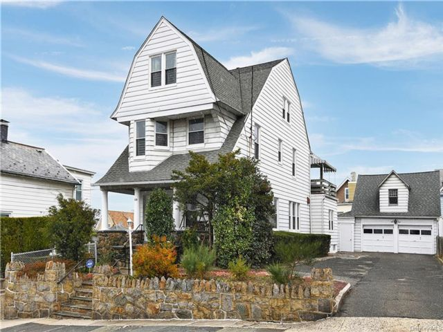 7 BR,  3.00 BTH Colonial style home in Mount Vernon