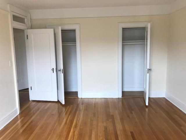 Studio,  1.00 BTH  style home in Forest Hills