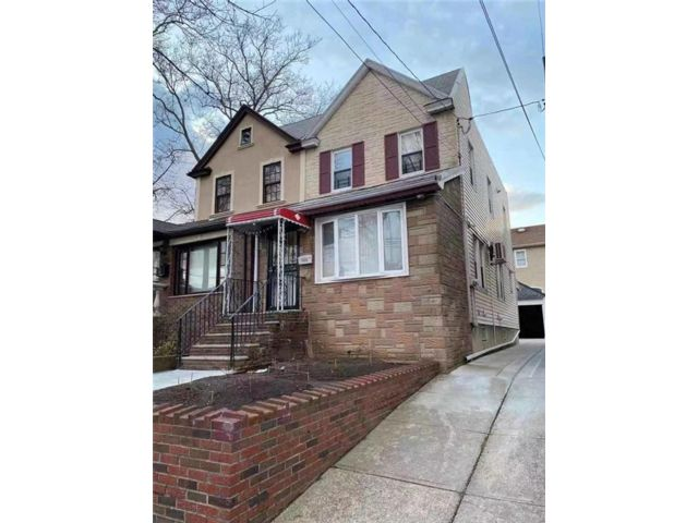 6 BR,  2.00 BTH Multi-family style home in Dyker Heights
