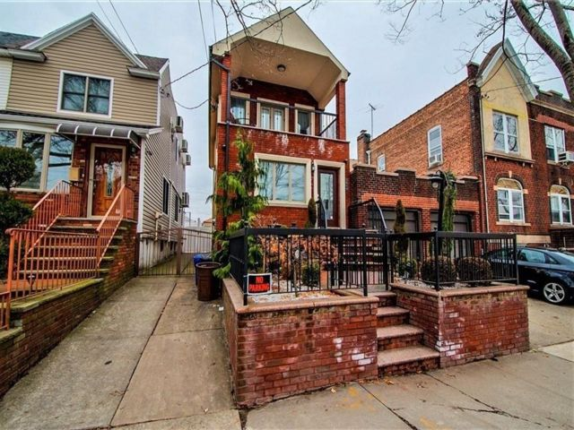 3 BR,  4.00 BTH Single family style home in Dyker Heights