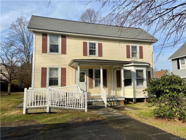 4 BR,  2.00 BTH 2 story style home in Cornwall