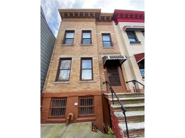 5 BR,  2.00 BTH  Multi-family style home in Lefferts Garden