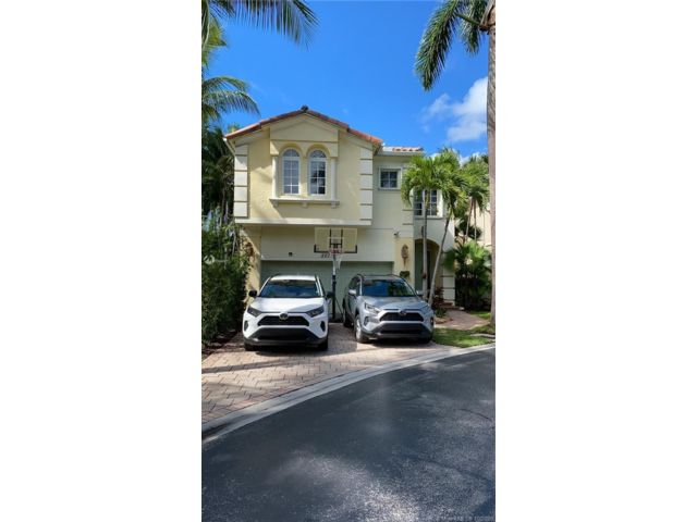 4 BR,  3.50 BTH   style home in Aventura